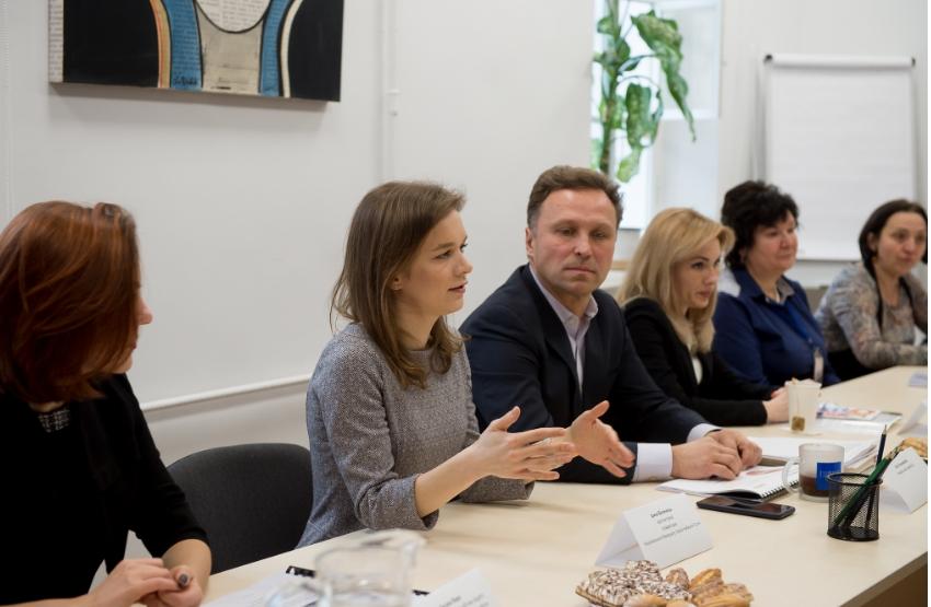 Говорить Ірина Волинець, одна з двох авторок проекту Меморіалу Героїв Небесної Сотні. Фотографія Наталі Шаромової