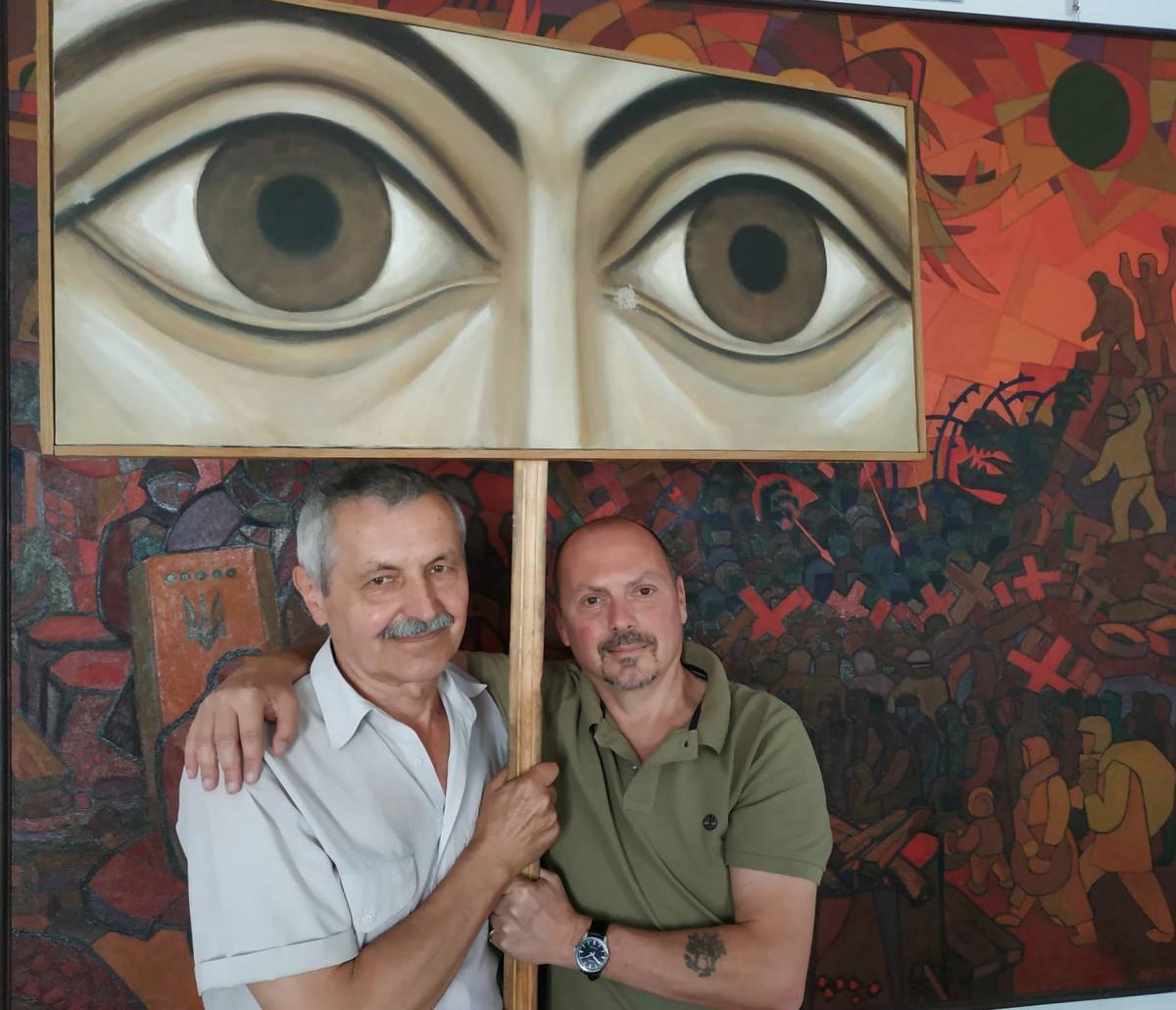 """Джованні Ерколані (праворуч) та Олександр Мельник, автор майданівської роботи """"Очі Господні"""""""
